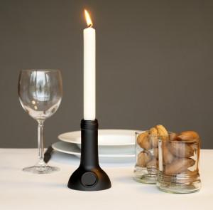 Kerzenständer aus recycelter Weinflasche