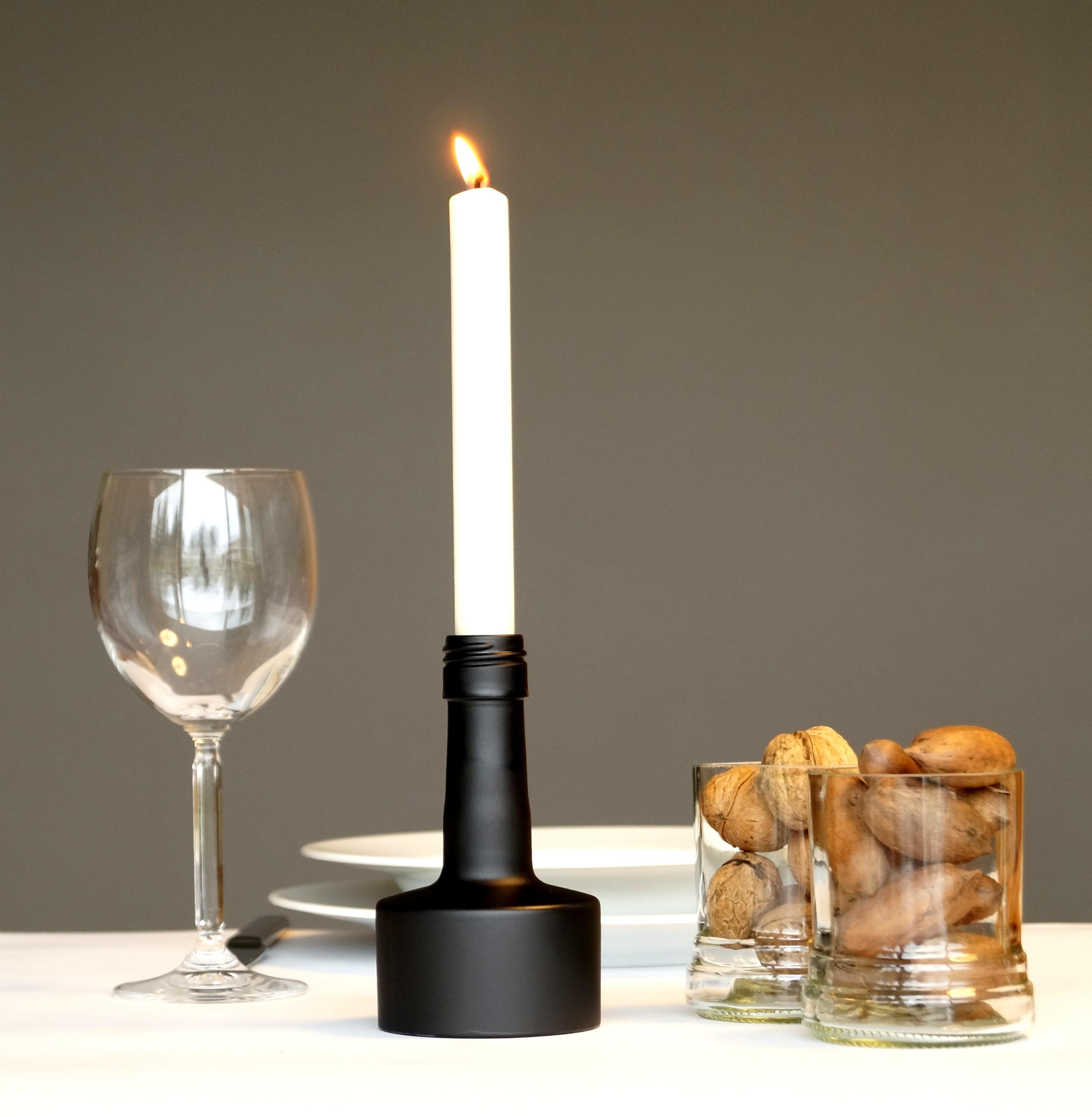 Kerzenständer aus recycelter Grappaflasche